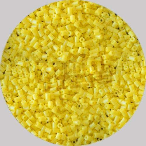 C10 (Amarillo Pastel)